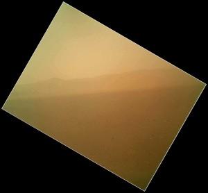 La première image en couleur prise par curiosity dans le cratère de Gale sur Mars.